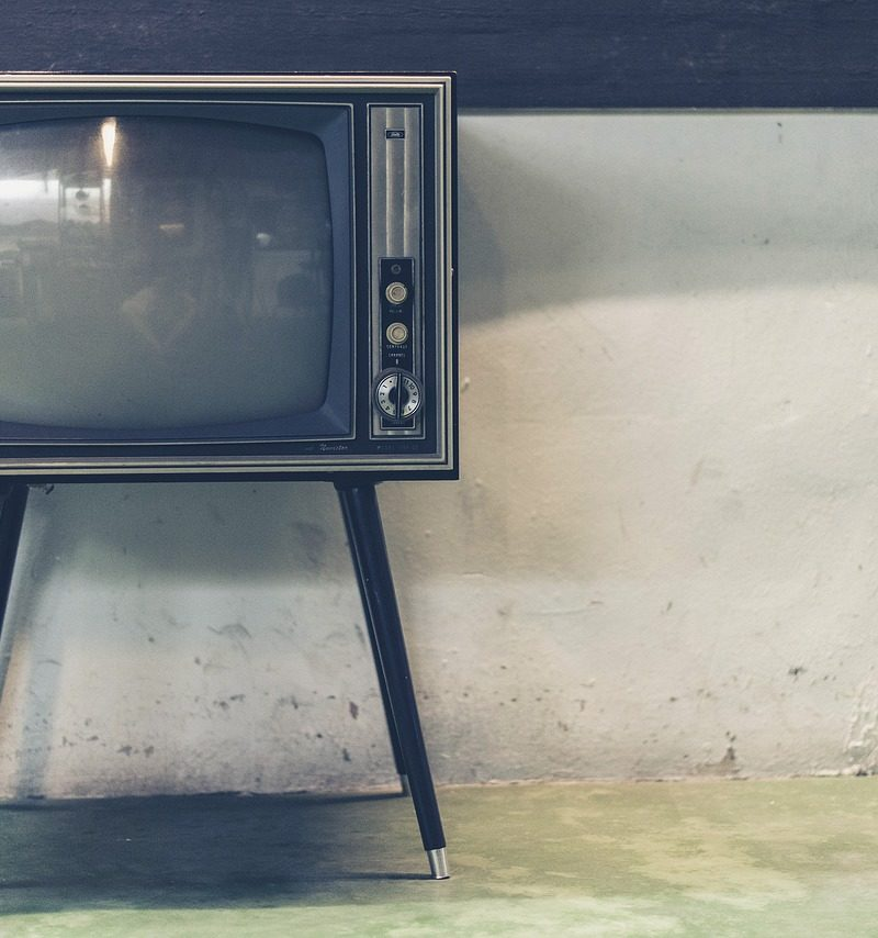 Samotny relaks przed tv, czy też niedzielne filmowe popołudnie, umila nam czas wolny ,a także pozwala się zrelaksować.